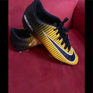 Nike Sports Soccer Shoes Gold,Black size 8